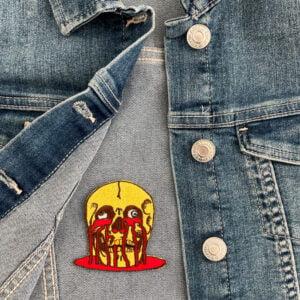 tygmärke smältande skalle jeansjacka