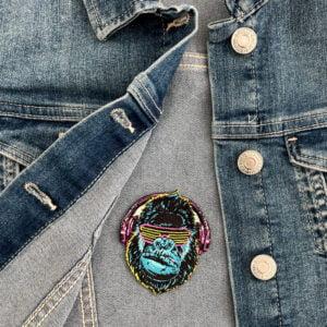tygmärke cool gorilla på jeansjacka